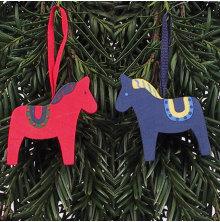 Hästar med dekor